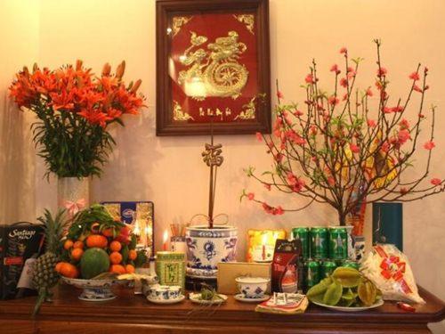 Đối với bàn thờ gia tiên, bát hương được xem là vật quan trọng nhất