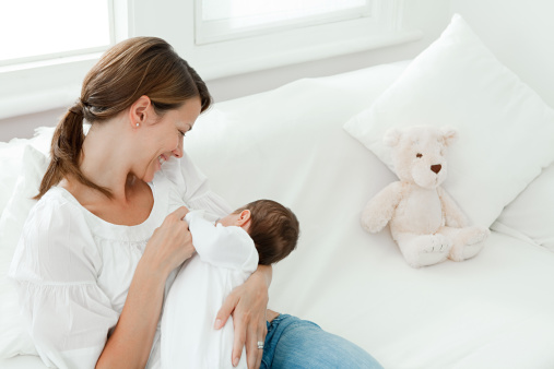 Sau sinh, chị em nên bổ sung vitamin tổng hợp để hồi phục cơ thể và tăng chất lượng sữa mẹ