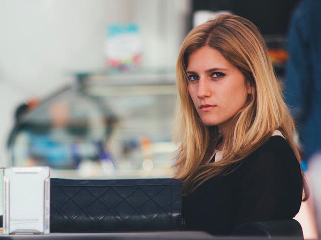 Nhiều người có tính cách quá nghiêm túc dễ khiến đồng nghiệp có cảm giác khó gần
