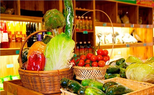 Giỏ quà toàn rau củ quả, bánh mứt tươi sạch, organic là món quà Tết hứa hẹn sẽ ghi điểm và thể hiện sự tinh tế, đảm đang