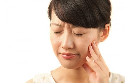 Nguyên nhân và cách chữa chứng buồn nôn khi đánh răng ảnh 1