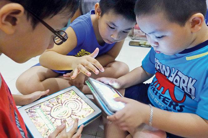 Bác sĩ Nhi đồng: 'Tiếp xúc nhiều với công nghệ có thể là nguyên nhân khiến trẻ chậm nói' - Ảnh 1