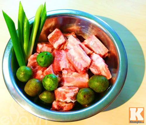 Canh sườn nấu sấu chua chua dễ ăn - Ảnh 1