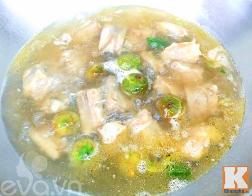 Canh sườn nấu sấu chua chua dễ ăn - Ảnh 2