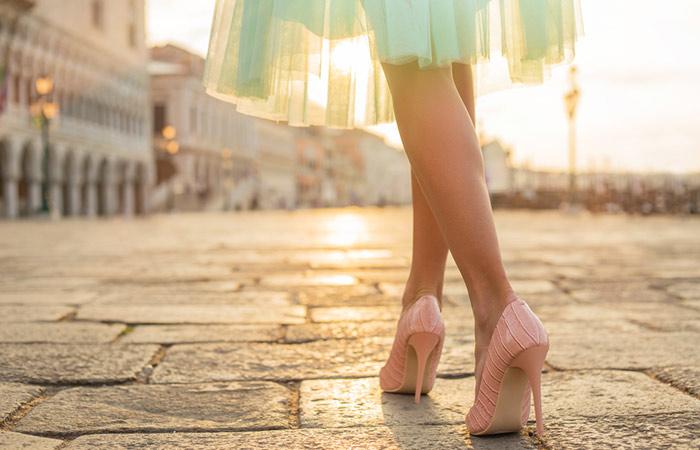 Để đi giày cao gót không tiếng động thì đừng quên một lớp đệm dưới gót giày nhé
