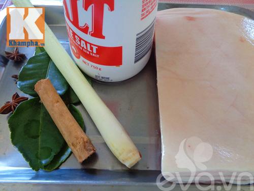 Cách làm heo quay bì giòn bằng chảo siêu ngon - Ảnh 1