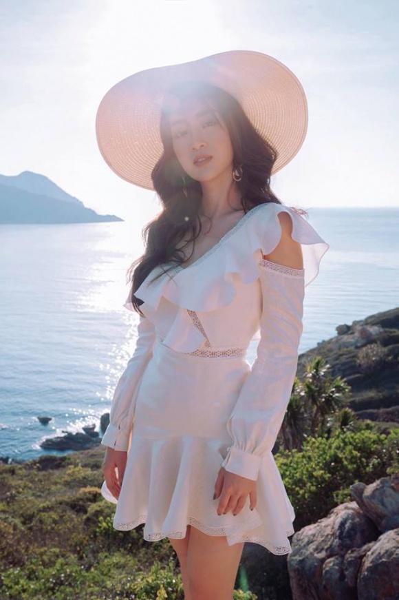 Chán kín cổng cao tường, Hoa hậu Đỗ Mỹ Linh 'đổi gió' khi diện đồ gợi cảm - Ảnh 6