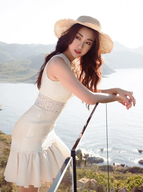 Chán kín cổng cao tường, Hoa hậu Đỗ Mỹ Linh 'đổi gió' khi diện đồ gợi cảm - Ảnh 8