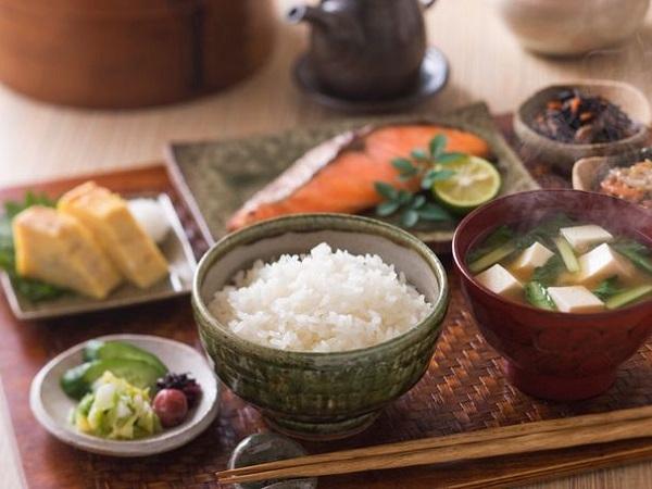 Cách ăn uống để tăng cường sức khỏe và kéo dài tuổi thọ như người Nhật - Ảnh 1