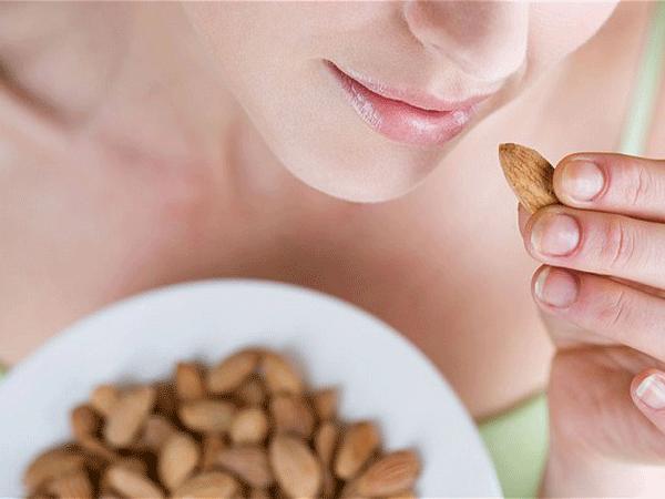 Giá trị dinh dưỡng tuyệt vời mà hạt hạnh nhân mang đến cho phụ nữ mang thai - Ảnh 1