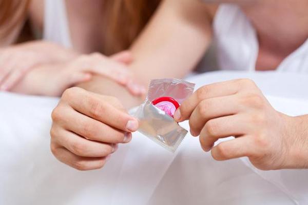 Dùng bao cao su khi bị viêm lộ tuyến sẽ an toàn cho đối tác
