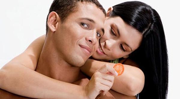 Để tránh sốc phản vệ khi quan hệ thì nên sử dụng bao cao su