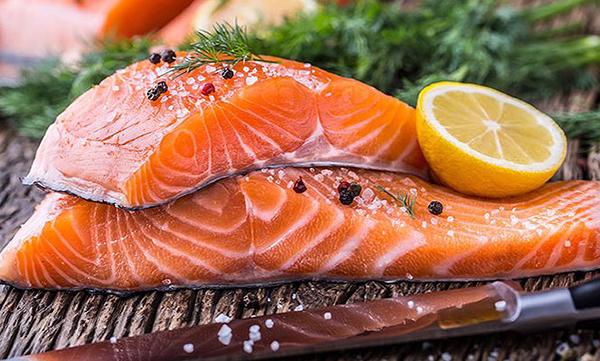 Cá hôi chứa nhiều dưỡng chất tốt cho nam giới khi lâm trận