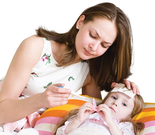 Ở thể nặng, bệnh tay chân miệng khiến trẻ sốt và không hạ