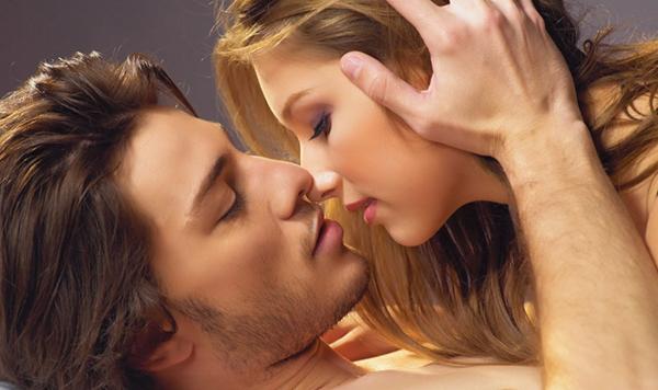 Nụ hôn giúp hôn nhân bền vững