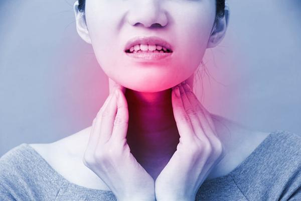 Người bệnh sẽ thấy đau họng, khó thở khi bị ung thư vòm họng