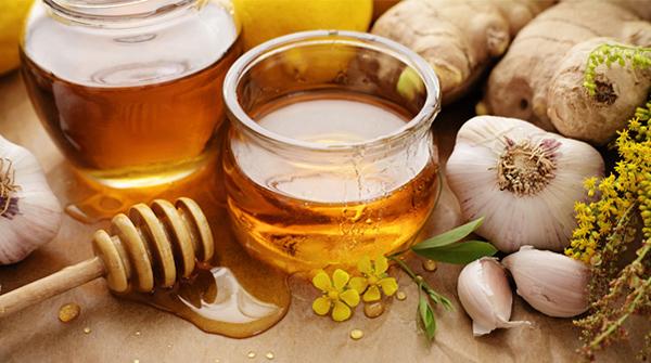 Mật ong ngâm tỏi có nhiều tác dụng tốt cho sức khỏe