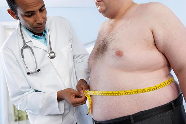 Vòng bụng trên 100cm thì nam giới cần phải giảm cân
