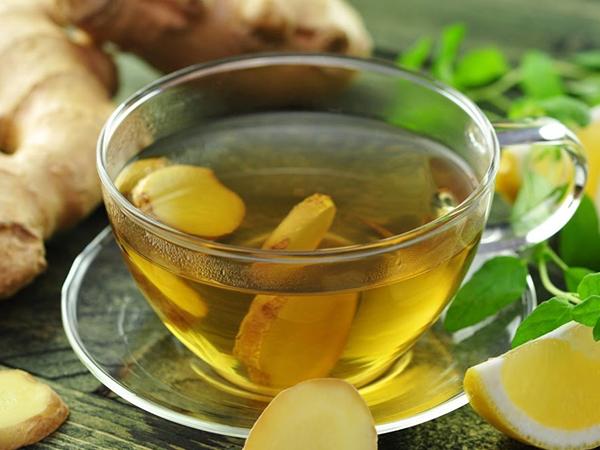 Uống trà gừng giảm đau cho cổ họng của mẹ bầu