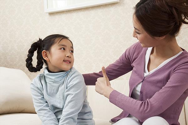 Mẹ nên giúp bé cân bằng, thoải mái trước khi đi ngủ phần nào giúp giảm nghiến răng