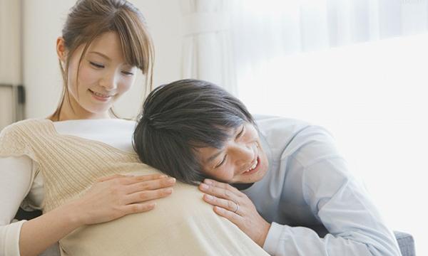 Bố hãy thường xuyên nói chuyện với thai nhi