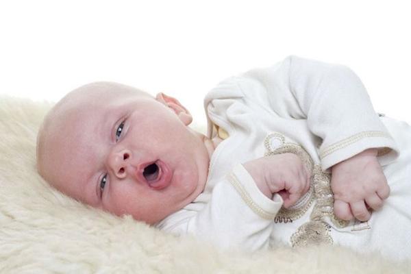 Trẻ có nguy cơ mắc nhiều bệnh tật nếu cho trẻ uống nước sớm chưa đủ 6 tháng tuổi