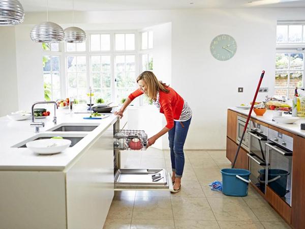 Dọn dẹp nhà cửa sạch sẽ để kiến không có nơi ẩn nấp
