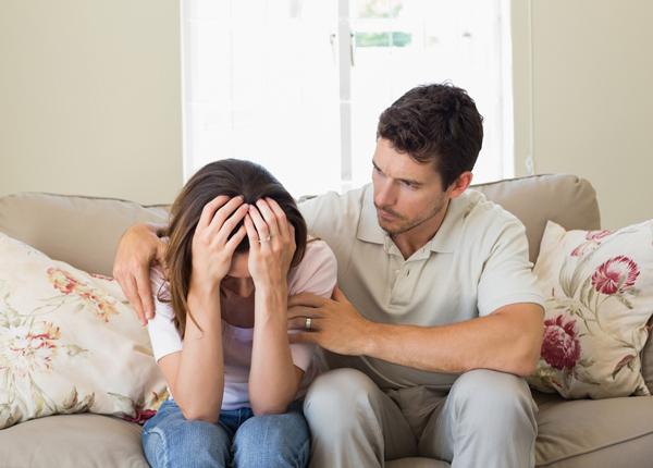 Người chồng hãy động viên người vợ trong quá trình điều trị bệnh