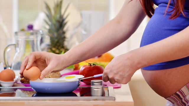 Cân nhắc lợi ích và nguy cơ khi ăn trứng trong thai kỳ: Ăn bao nhiêu là vừa đủ? - Ảnh 1