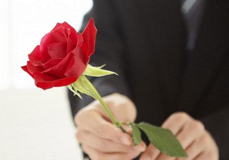 Đừng để yêu thương chưa kịp chạm tới thì vội biến mất, hãy hành động ngay vào dịp ngày lễ tình nhân nên tặng gì cho bạn gái.  - Ảnh 3