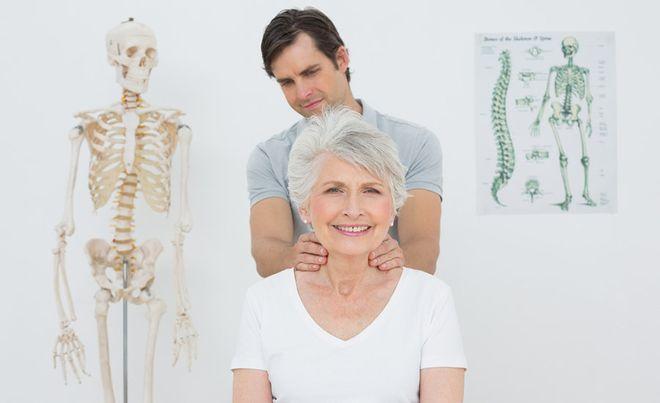 Chia sẻ bí quyết chữa bệnh gù lưng ở người lớn hiệu quả nhất - Ảnh 1