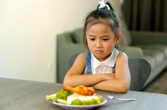 Suy dinh dưỡng vì... ăn cơm quá sớm? - Ảnh 1
