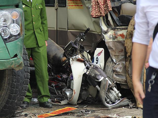 Tai nạn liên hoàn trên Đại lộ Thăng Long, cặp vợ chồng tử vong thương tâm - Ảnh 2