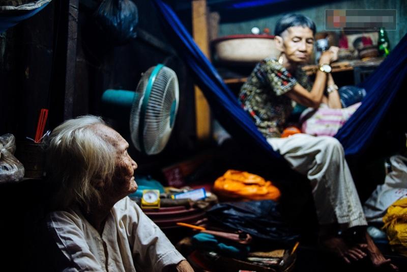 Thương cảm: Cụ bà 92 tuổi suốt 60 năm bán bánh sùng, nhặt ve chai nuôi con gái tâm thần - Ảnh 4