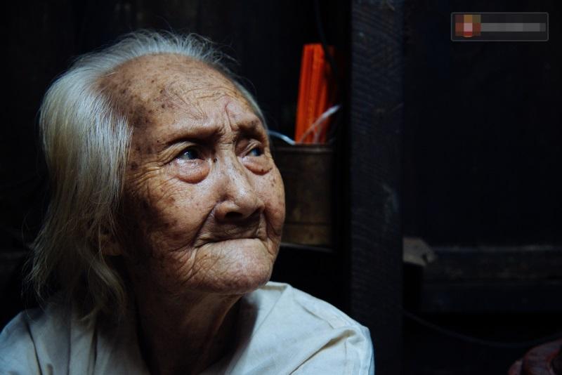 Thương cảm: Cụ bà 92 tuổi suốt 60 năm bán bánh sùng, nhặt ve chai nuôi con gái tâm thần - Ảnh 3