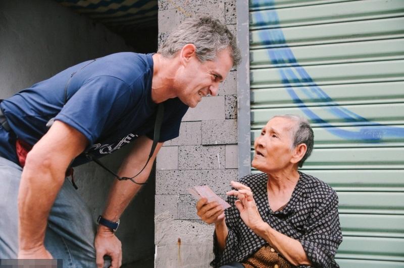 Cuộc đời gian truân của cụ bà bán vé số nói tiếng Anh lưu loát trên phố Tây Bùi Viện - Ảnh 4