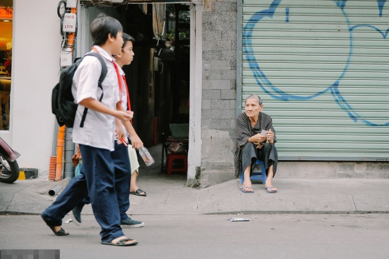 Cuộc đời gian truân của cụ bà bán vé số nói tiếng Anh lưu loát trên phố Tây Bùi Viện - Ảnh 1