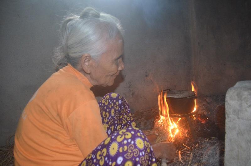 Số phận bi đát của người đàn bà mù hơn 70 năm sống cô quạnh trong căn nhà nhỏ bên cánh đồng - Ảnh 2