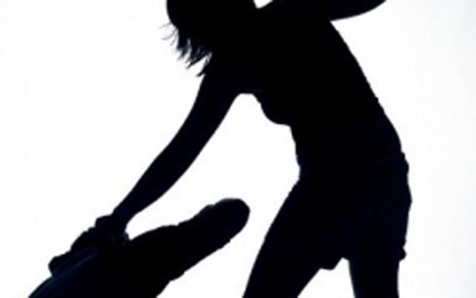 1001 kiểu cuồng ghen: Vợ cầm dao truy sát, chém chồng 20 nhát - Ảnh 1