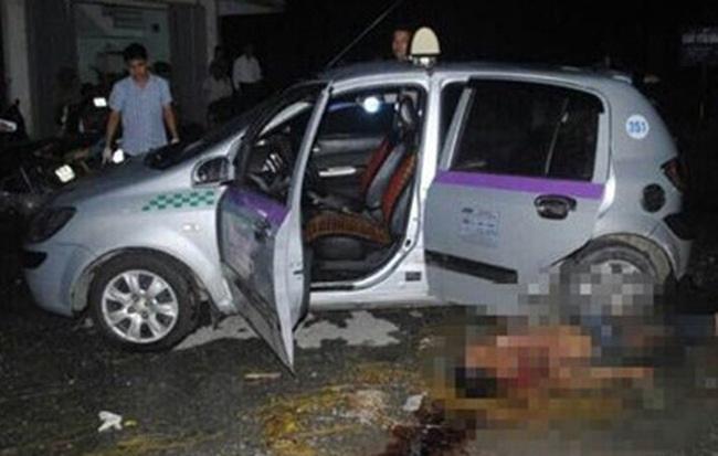 Cướp đâm vào mặt tài xế taxi rồi lấy ví tiền điện thoại, xe ô tô - Ảnh 1