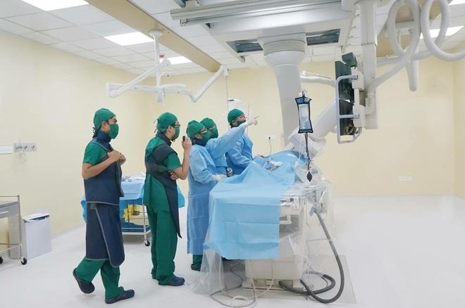 Cứu thành công nữ bệnh nhân bị dị dạng mạch máu hiếm gặp - Ảnh 1
