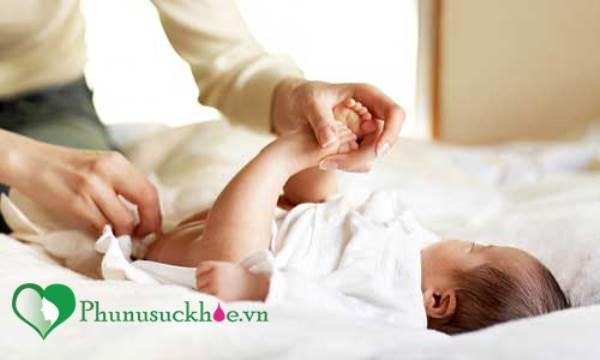 Những lỗi sai phổ biến khi thay tã cho trẻ mẹ cần tránh - Ảnh 2