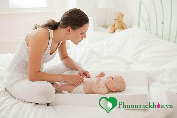 Những lỗi sai phổ biến khi thay tã cho trẻ mẹ cần tránh - Ảnh 1