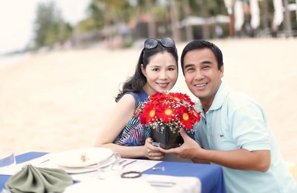 Những người vợ vừa xinh vừa giỏi làm hậu phương vững chắc cho các nam diễn viên điển trai Việt - Ảnh 4