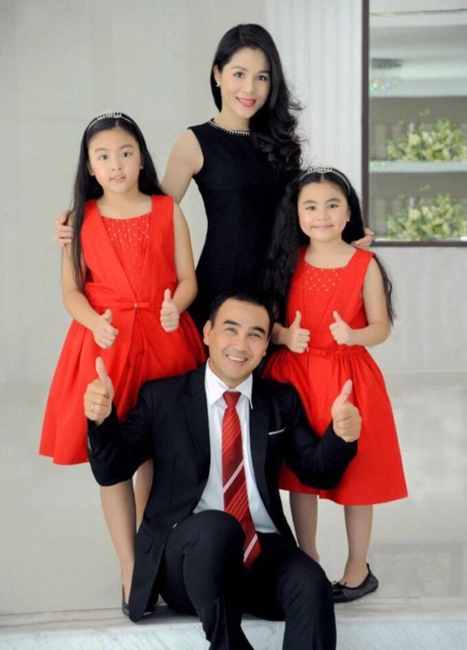 Những người vợ vừa xinh vừa giỏi làm hậu phương vững chắc cho các nam diễn viên điển trai Việt - Ảnh 5