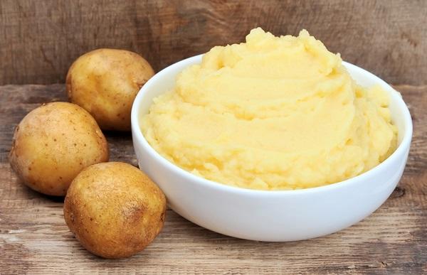 Cách làm da trắng hồng đơn giản với khoai tây