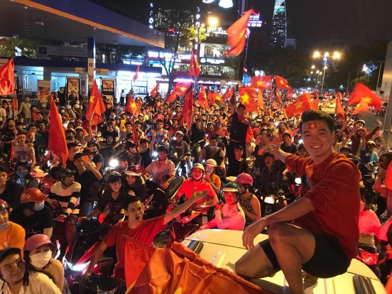 Đàm Vĩnh Hưng, Lệ Quyên hủy show để cổ vũ U23 Việt Nam đá chung kết - Ảnh 1