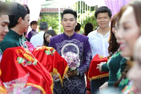 Đám cưới diễn viên Lê Phương: Phản ứng khó đỡ của cậu nhóc con riêng trong đám cưới của mẹ và cha dượng - Ảnh 1