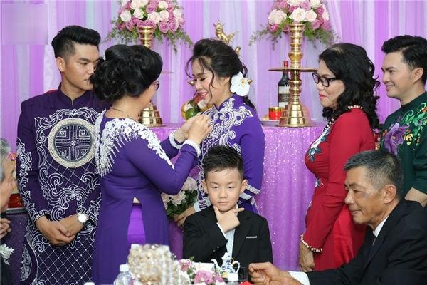 Đám cưới diễn viên Lê Phương: Phản ứng khó đỡ của cậu nhóc con riêng trong đám cưới của mẹ và cha dượng - Ảnh 4