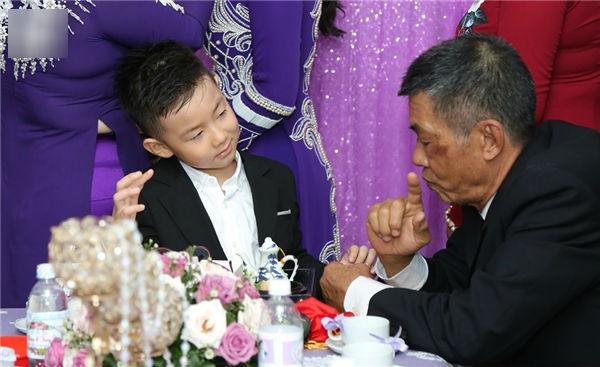 Đám cưới diễn viên Lê Phương: Phản ứng khó đỡ của cậu nhóc con riêng trong đám cưới của mẹ và cha dượng - Ảnh 6